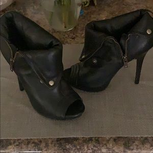 ALDO SIZE 36 (6) black stilleto peep toe booties